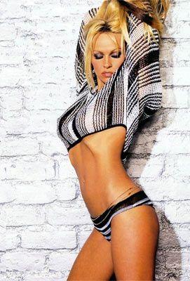 Pamela Anderson - 33
